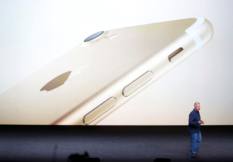 Phil Schiller, Senior Vice President of Worldwide Marketing at Apple Inc, discusses the iPhone7 during an Apple media event in San Francisco, California, U.S. September 7, 2016.  REUTERS/Beck Diefenbach