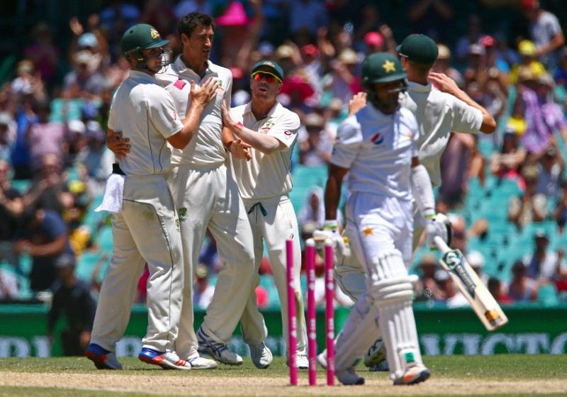 Cricket - Australia v Pakistan - Third Test cricket match - Sydney Cricket Ground, Sydney, Australia - 7/1/17 Australia's Mitchell Starc celebrates with team mates after dismissing Pakistan's Asad Shafiq.  REUTERS/David Gray