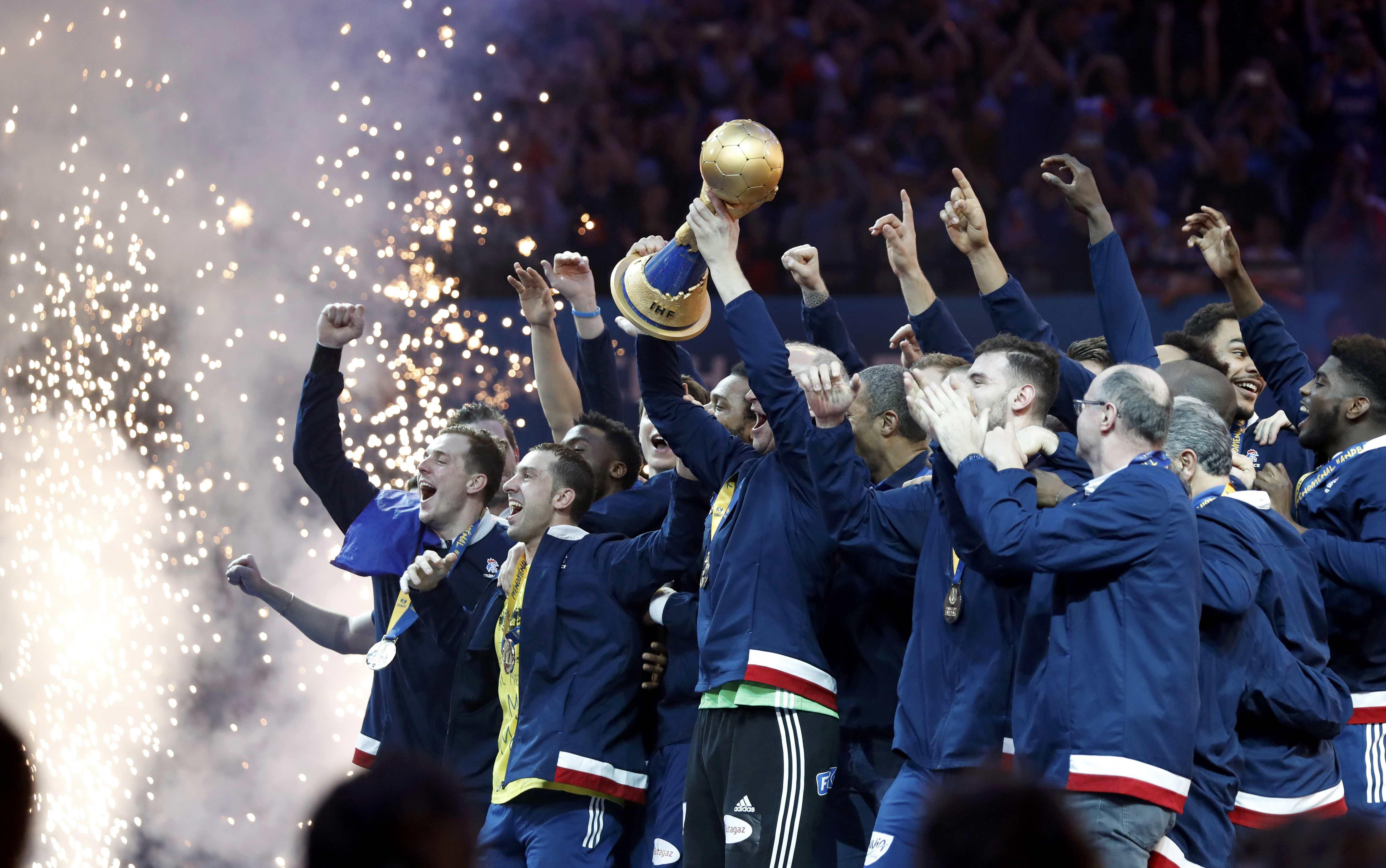 Men's Handball - France v Norway - 2017 Men's World Championship, Final - AccorHotels Arena, Paris, France - 29/01/17 - France's team celebrates gold medal on the podium     REUTERS/Charles Platiau