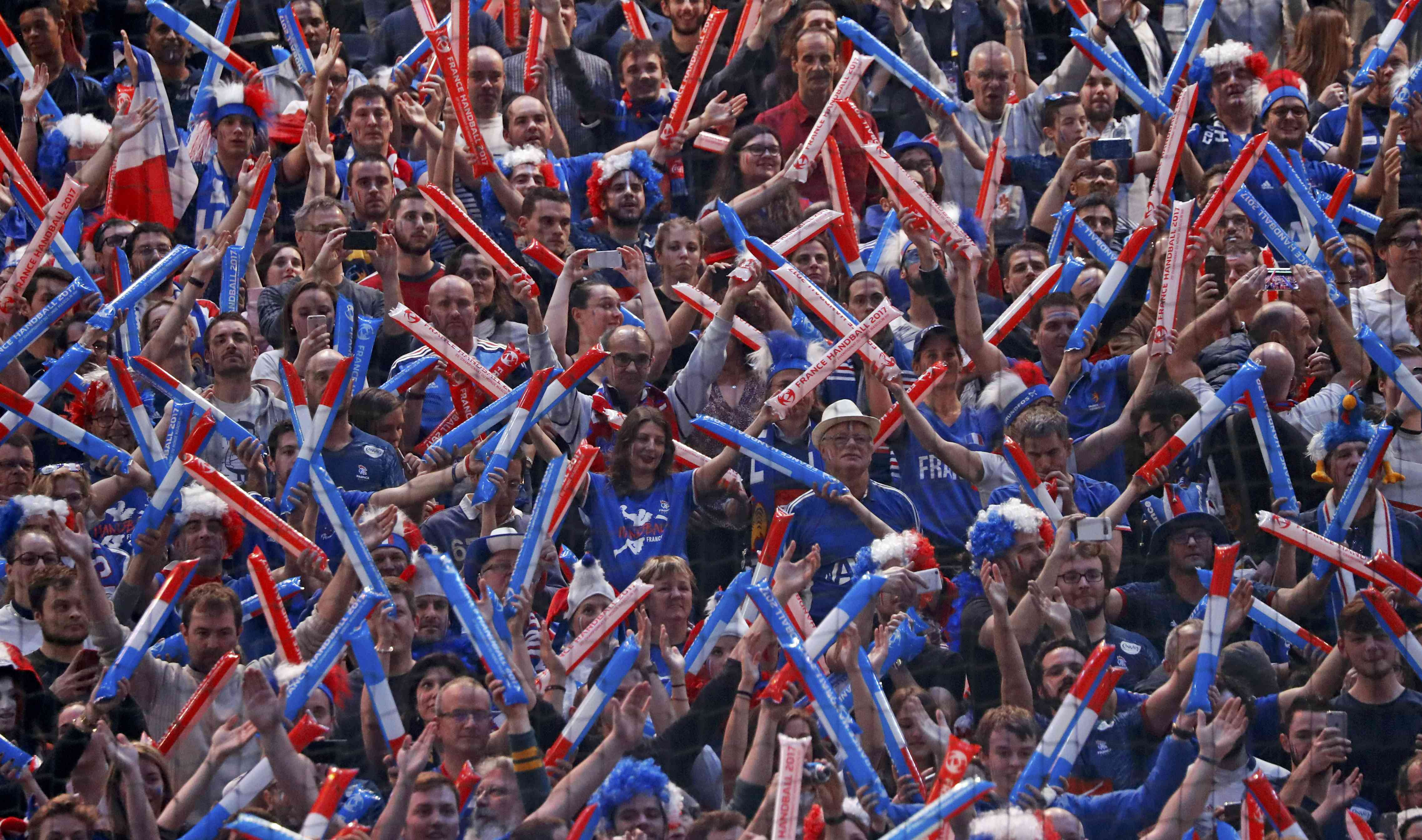 Men's Handball - France v Norway - 2017 Men's World Championship, Final - AccorHotels Arena, Paris, France - 29/01/17 - France's supporters cheer for their team.    REUTERS/Charles Platiau