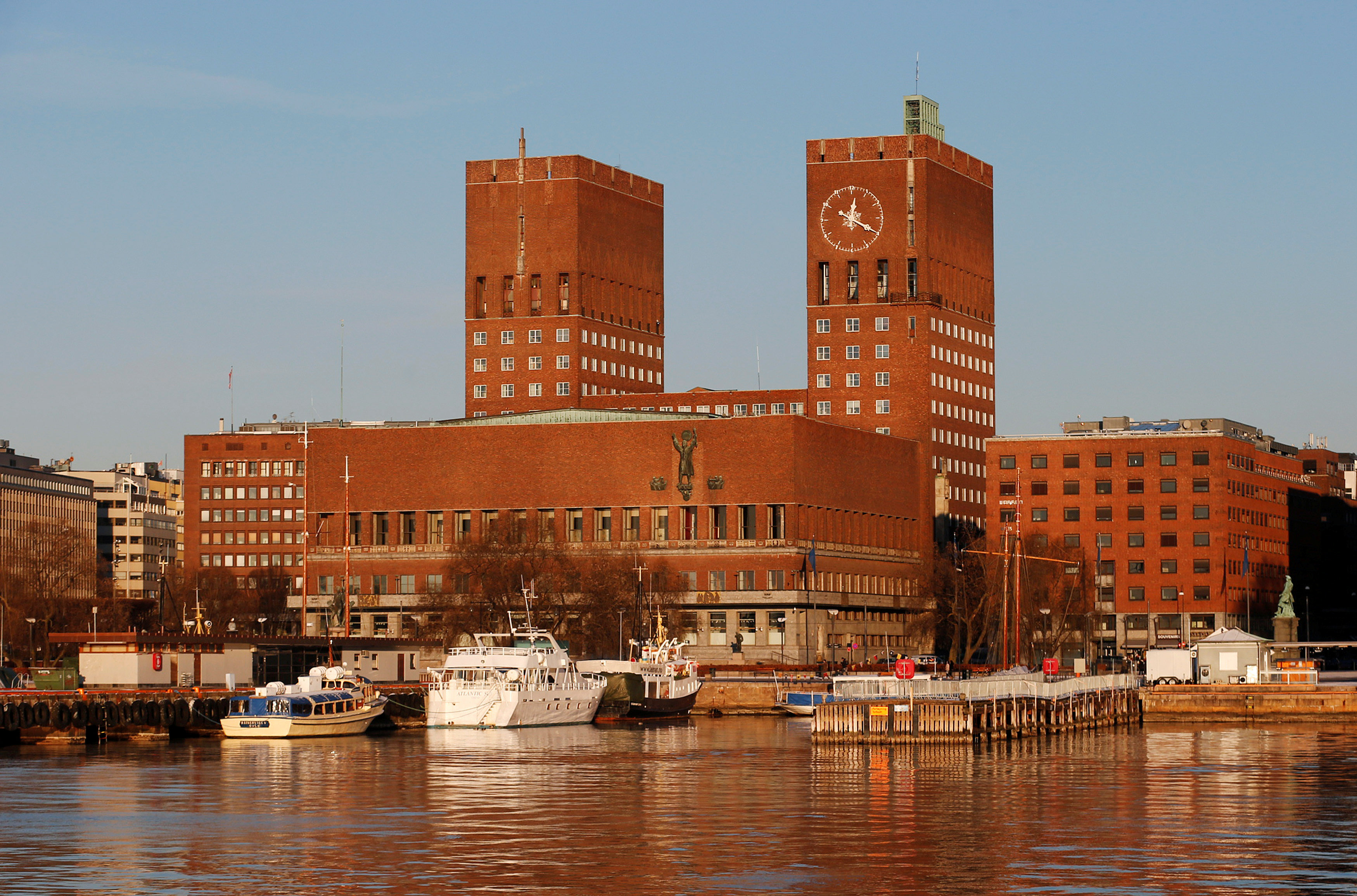 FILE PHOTO -  Yachts are parked outside City Hall in Oslo December 11, 2012. REUTERS/Suzanne Plunkett/File Photo