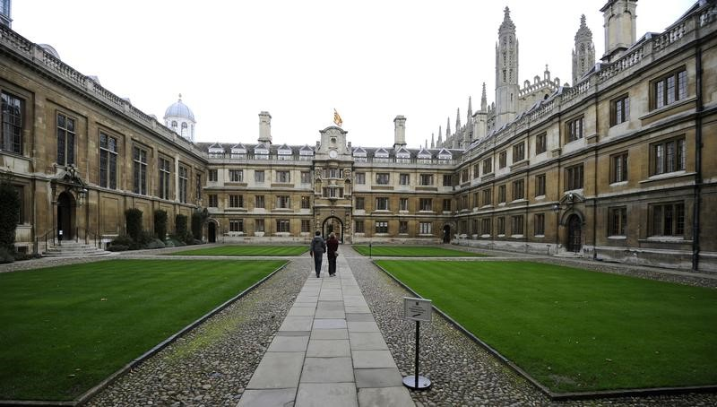 People walk through Clare College at Cambridge University in eastern England October 23, 2010.   REUTERS/Paul Hackett