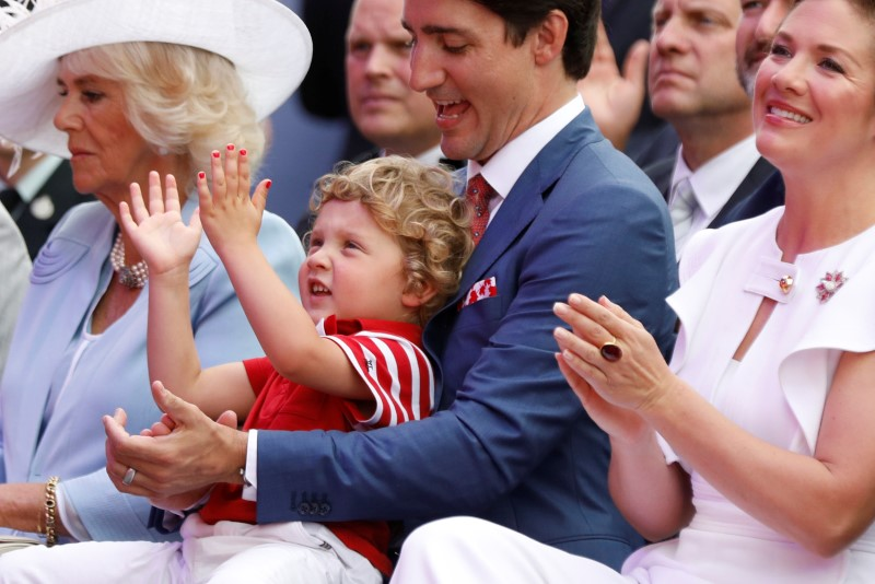 Canada's Prime Minister Justin Trudeau and son Hadrien take part in Canada Day celebrations as the country marks its 150th anniversary since confederation, on Parliament Hill in Ottawa, Canada July 1, 2017. REUTERS/Blair Gable