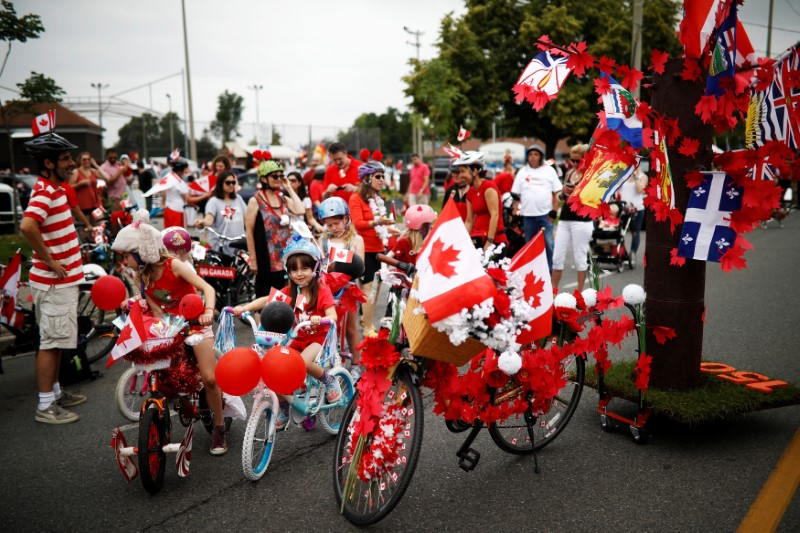 """Children prepare to participate in the East York Toronto Canada Day parade, as the country marks its 150th anniversary with """"Canada 150"""" celebrations, in Toronto, Ontario, Canada July 1, 2017.    REUTERS/Mark Blinch"""