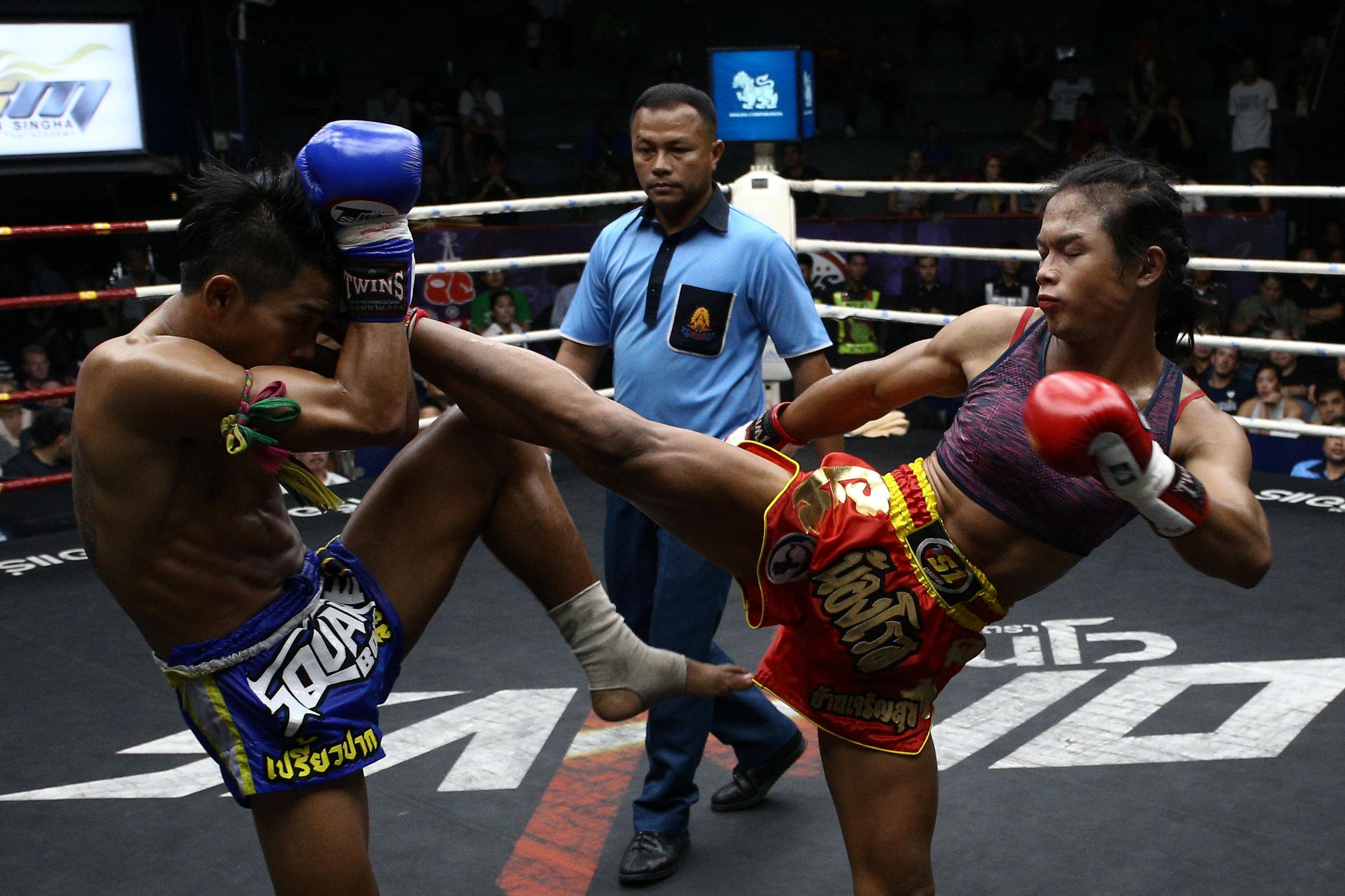 Muay Thai boxer Nong Rose Baan Charoensuk (R), 21, who is transgender, kicks Priewpak Sorjor Wichit-Padrew during a boxing match at the Rajadamnern Stadium in Bangkok, Thailand, July 13, 2017. REUTERS/Athit Perawongmetha