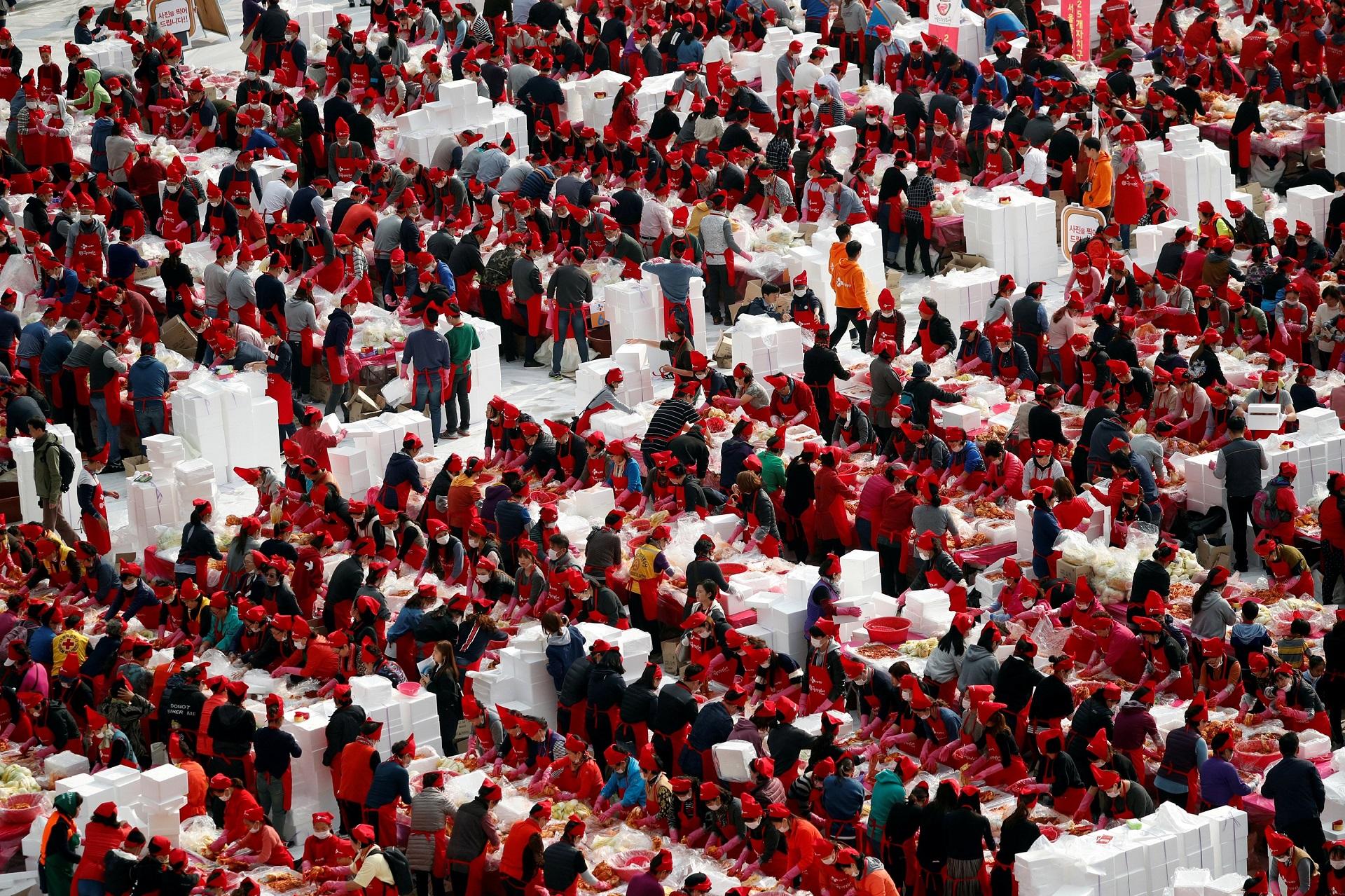 People take part in the Seoul Kimchi Festival in central Seoul, South Korea November 3, 2017.  REUTERS/Kim Hong-Ji