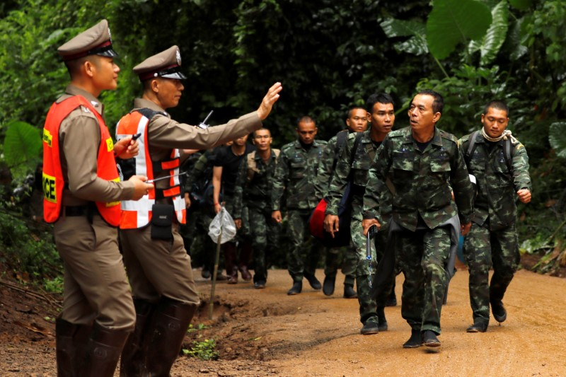 Soldiers arrive outside the Tham Luang cave complex, where 12 schoolboys and their soccer coach are trapped inside a flooded cave, in the northern province of Chiang Rai, Thailand, July 8, 2018. REUTERS/Tyrone Siu
