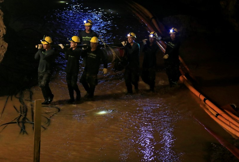 Soldiers take out machines after 12 soccer players and their coach were rescued in Tham Luang cave complex in the northern province of Chiang Rai, Thailand, July 10, 2018. REUTERS/Soe Zeya Tun