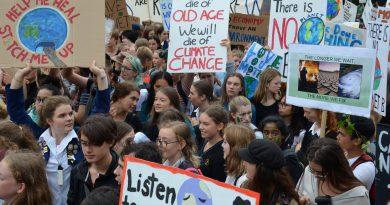 Australian, New Zealand students kick off global climate change strike