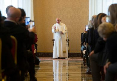 Pope pays tribute to journalists who were killed; says press freedom vital
