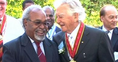 Prime Minister, Peter O'Neill,  pays tribute to former Australian PM, Bob Hawke