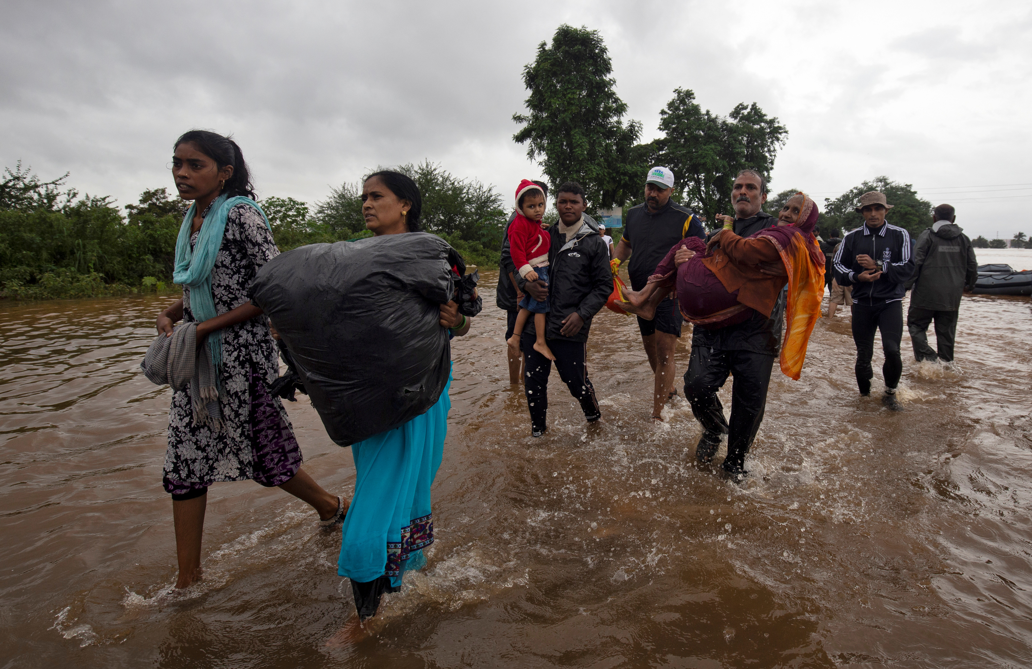 Flood-affected people are evacuated to a safer place after heavy rains in Kolhapur in the western state of Maharashtra, India, August 8, 2019. REUTERS/Abhijeet Gurjar